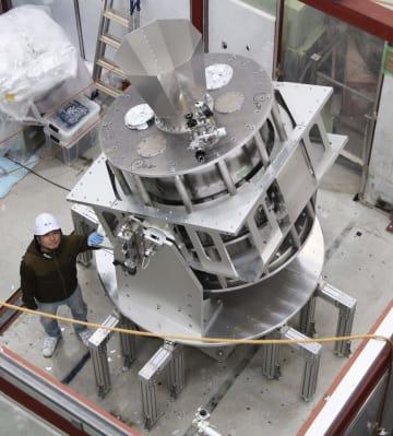 原始重力波の観測を目指すグランドバード望遠鏡=26日午後、茨城県つくば市