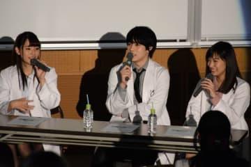 トークイベントに登壇した(左から)浅川梨奈さん、西銘駿さん、矢野優花さん