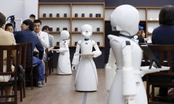 Cafe served by humanoid robots in Tokyo