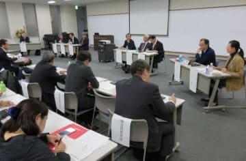 協議会を構成するトップらが意見を交わしたパネル討論=横須賀商工会議所