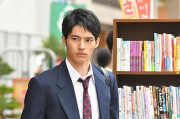 「中学聖日記」より、岡田演じる高校時代の黒岩くん - (C)TBS
