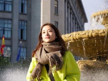 番組「石原さとみのすっぴん旅 in スペイン~世界一おいしい街で見せた女優の素顔~」に出演する石原さとみさん=関西テレビ提供