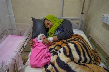 シンジャルのMSF支援病院で出産したハイファさん(28歳) © MSF