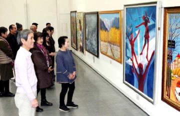 バラエティー豊かな作品が並ぶ第49回元陽展