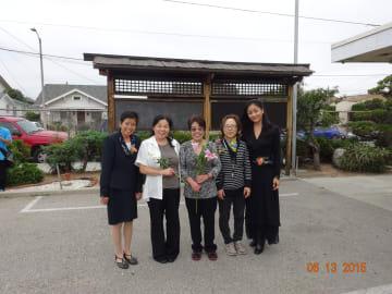 中央学園の先生たちと、終業式にて。蔡さん(中央)は同校で主任を務める