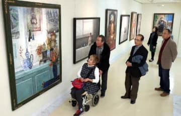 入選経験者の多彩な作品が並ぶ第30回広島日展会展