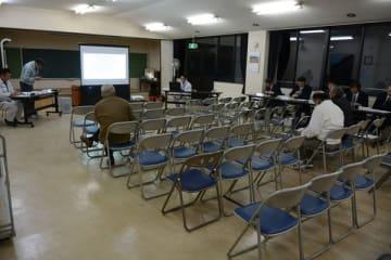 23日に開かれた説明会の参加者は、町議2人を含む3人だった