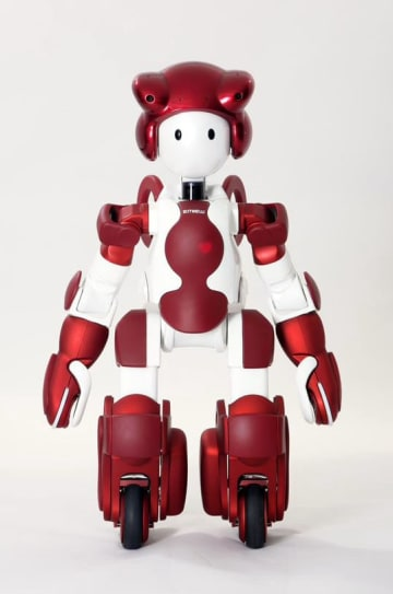 横浜ランドマークタワーに導入される日立製作所の人型ロボット「EMIEW3」