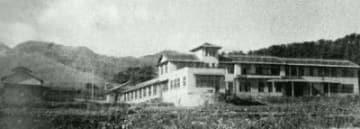 開設間もない頃の校舎の全景(1947年ごろ、別府大学提供)