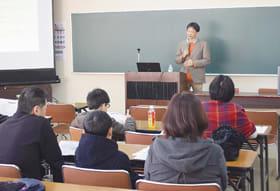 市民らが発達段階に応じた子育ての仕方を学んだ講演会