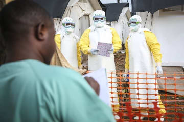 最初の症例が出たマンギナのエボラ治療センター © Carl Theunis/MSF