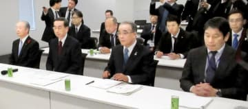 与党PTで沿線自治体としての意見を述べる西川一誠知事(左から2人目)ら=11月28日、衆院議員会館
