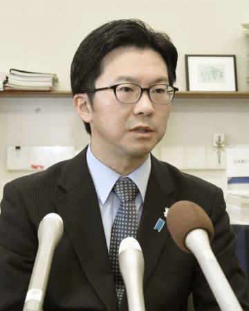 記者会見する鳥取県米子市の伊木隆司市長=29日午後、米子市