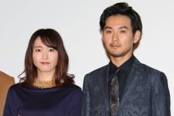 連続ドラマ「獣になれない私たち」に出演している新垣結衣さん(左)と松田龍平さん