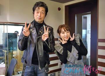 中村雅俊さん(左)と、パーソナリティの高橋みなみ