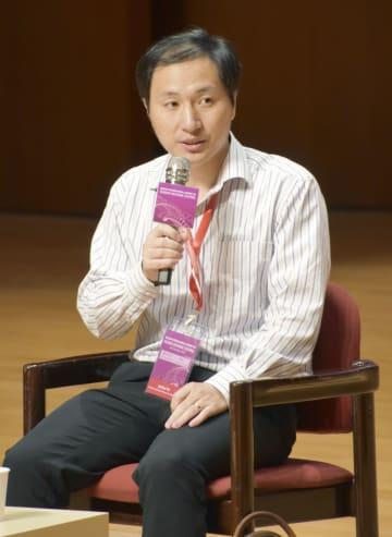 国際会議で質問に答える中国の南方科技大の賀建奎副教授=28日、香港(共同)