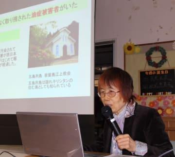 油症被害者の状況や症状について説明する武田院長=長崎市、上戸町病院
