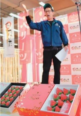 ベリーツの初競り。今年は大粒で甘いという=30日午前、大分市の市公設地方卸売市場