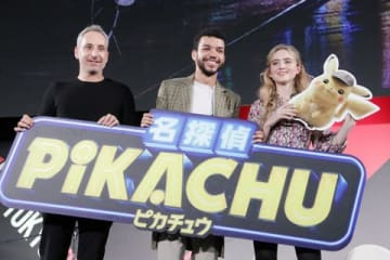 「東京コミコン2018」の映画「名探偵ピカチュウ」のイベントに登場したロブ・レターマン監督、ジャスティス・スミスさん、キャスリン・ニュートンさん