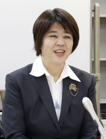 最高裁決定を受け、記者会見する岡山短大の山口雪子准教授=30日午後、岡山市