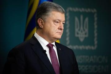 27日、米メディアのインタビューに応じるウクライナのポロシェンコ大統領(ウクライナ大統領府提供、タス=共同)