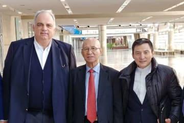 UWWネナド・ラロビッチ会長(左)と日本協会・福田富昭会長(中)、富山英明・常務理事