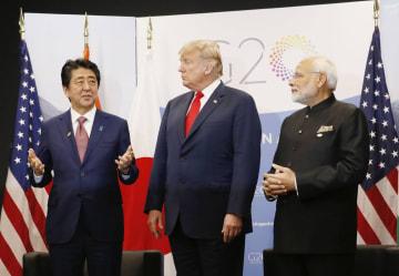 日米印首脳会談に臨む(左から)安倍首相、米国のトランプ大統領、インドのモディ首相=11月30日、ブエノスアイレス(代表撮影・共同)