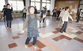 中島会館での最後の練習に励むレクダンスすずらんのメンバー