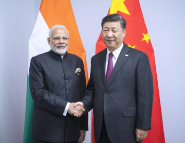 習近平主席、インドのモディ首相と会見 相互信頼増進を強調