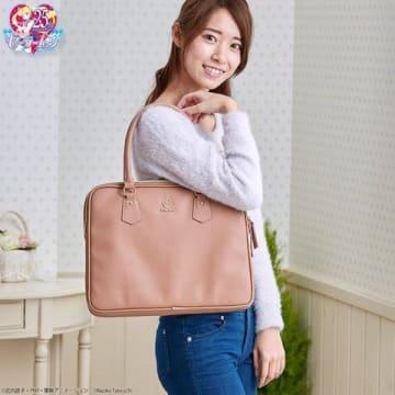 アニメ「美少女戦士セーラームーン」シリーズがモチーフのバッグ「美少女戦士セーラームーン マルチバッグ」(C)Naoko Takeuchi