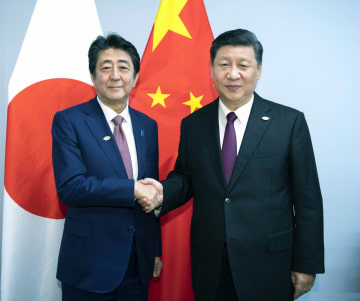 習近平主席、日本の安倍晋三首相と会見