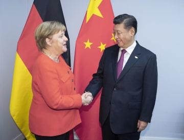 習近平主席、メルケル独首相と会見 自由貿易擁護と保護主義反対を強調