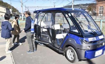 住民や観光客など多くの人が体験した自動運転車=11月3日、福井県永平寺町東古市