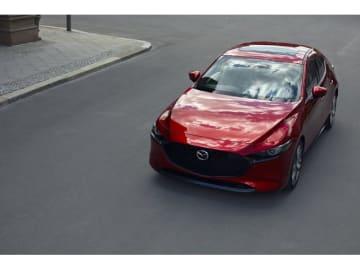 「Los Angeles Auto Show」(LAオートショー)のプレスデーで世界初公開された新型「Mazda3」