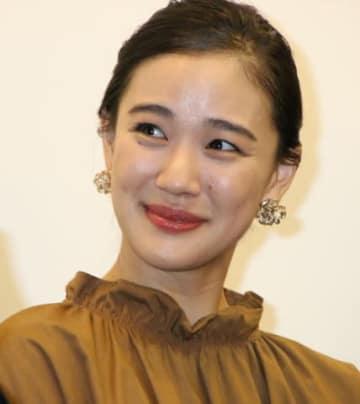 映画「斬、」の初日舞台あいさつに登場した蒼井優さん