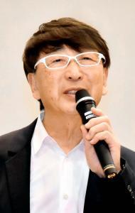 「地域が輝くために」と題し、講演した建築家の伊東豊雄さん=1日午後、松山市文京町