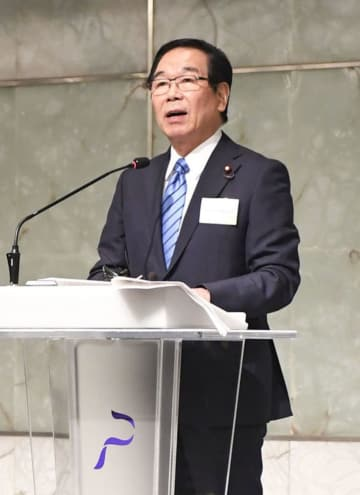 講演する日韓議員連盟の額賀福志郎会長=10月1日、ソウル