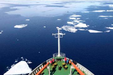一面に広がる氷雪の世界 美しいプリッツ湾