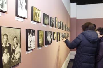 韓国・坡州市の烏頭山統一展望台で開かれた南北離散家族の資料を集めた特別展=2日(共同)