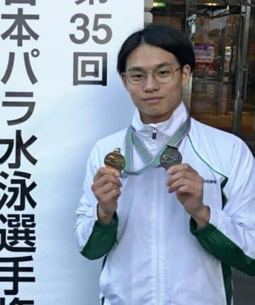 男子50メートル自由形S10で優勝した前田一成