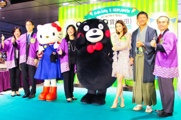 一田沙田店のグランドオープン式典に参加した小野熊本県副知事(右2)と一田百貨の黄CEO(左4)=2日、沙田(NNA撮影)
