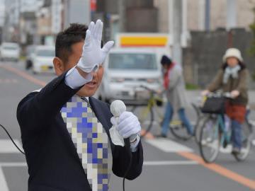 街頭で公約などを訴える立候補者=龍ケ崎市内、鹿嶋栄寿撮影(写真の一部を加工しています)