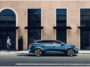 新デザイン18インチアロイホイールなどを装備した限定車「ルノー・メガーヌ・スポーツ・ツアラー・アニヴェルセル」、価格312.9万円