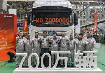 トラック「解放」、700万台目がラインオフ