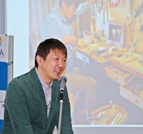 「室蘭への恩を忘れず、活動を続けたい」と語った木人形作家の高木さん