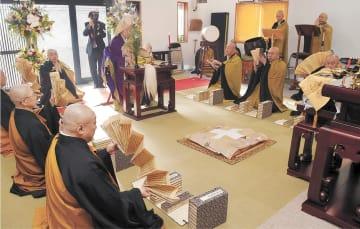 全国から僧侶が集まった落慶法要