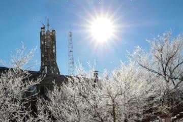バイコヌール宇宙基地で打ち上げを待つソユーズロケット=2日、カザフスタン(タス=共同)