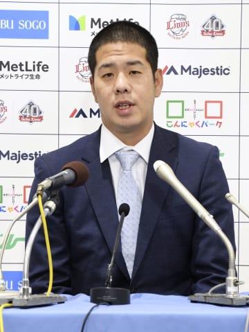 契約更改交渉を終え記者会見する西武の多和田真三郎投手=3日、埼玉県所沢市のメットライフドーム