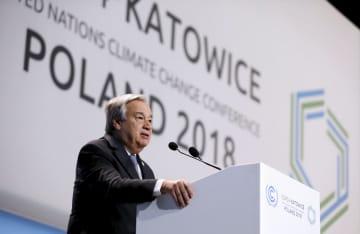 ポーランド・カトウィツェの国連気候変動枠組み条約第24回締約国会議で演説するグテレス事務総長=3日(ロイター=共同)