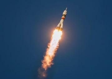 カザフスタンのバイコヌール宇宙基地から打ち上げられたロシアの宇宙船ソユーズ=3日(ロイター=共同)